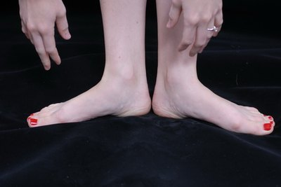 Causes of Poor Circulation in Feet & Hands