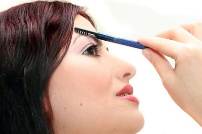 How to Use Rogaine on Eyebrows
