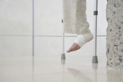 Does Walking With Crutches Strengthen Abs?
