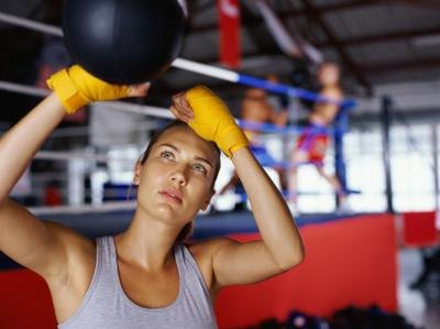 Boxing Vs. Weight Lifting for Fat Loss
