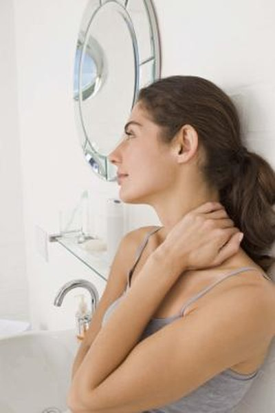 Signs & Symptoms of Swollen Neck Glands