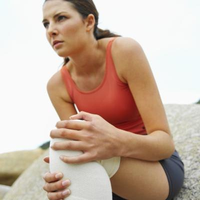 Signs and Symptoms of a Pulled Quad Muscle From Lunges