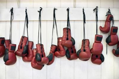 What Weight of Gloves Are Used in a Professional Heavyweight Boxing Match?