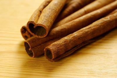A Comparison of Cinnamon Bark Oil and Cinnamon Leaf Oil