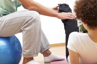 The Difference Between a Physical Therapist & Sports Rehabilitation