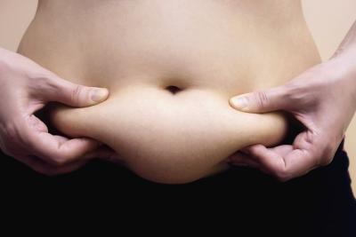 Jak pozbyć się tłustych wałków i fałd na brzuchu