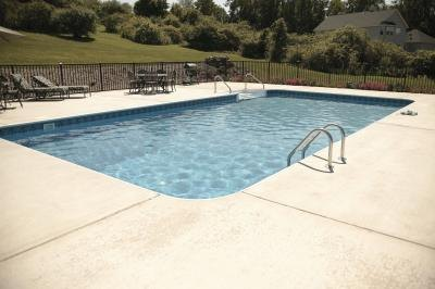 How to Repair a Fiberglass Swimming Pool