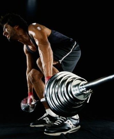 How to Gain Strength Quickly Through Weight Lifting