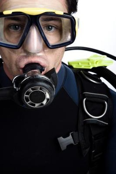 Difference Between a Snorkeling & Dive Mask
