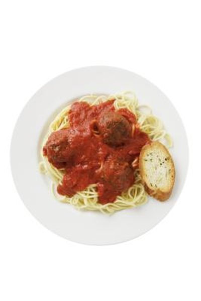 How to Keep Meatballs Moist While Cooking in Sauce