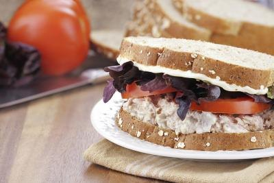How Many Calories Are in a Tuna & Mayo Sandwich?
