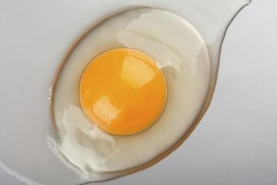 Is it Healthy to Eat Raw Eggs?