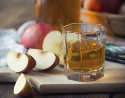 What Are Benefits of Drinking Apple Juice?