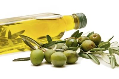 How to Substitute Olive Oil for Vegetable Oil When Baking
