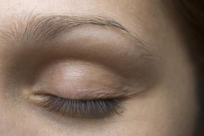 3 Ways to Treat Eye Floaters and Spots