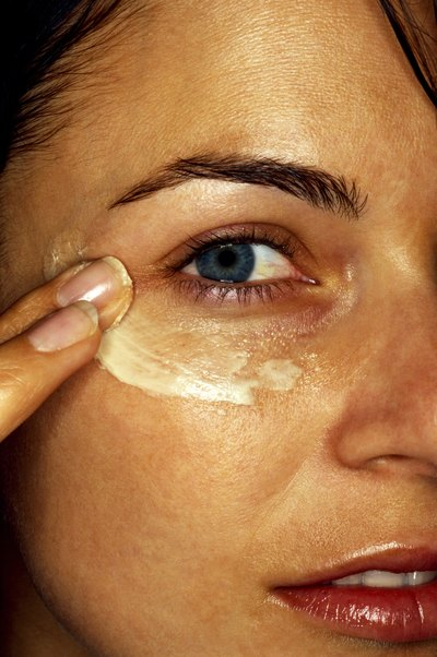 Cocoa butter eye cream absorbs quickly on the skin.