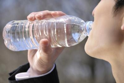 Will Drinking Water While Eating Junk Food Help You Lose Weight?