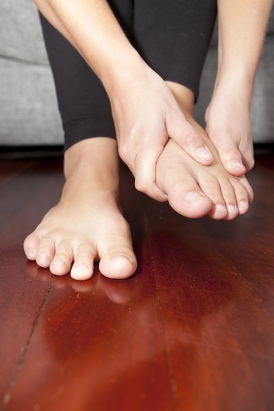 How to Remedy Nerve Pain in the Feet