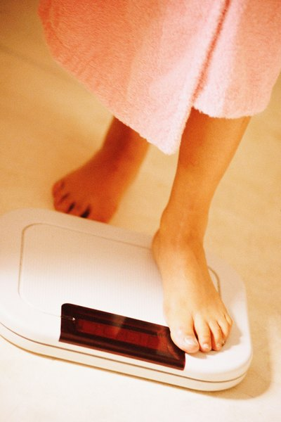 The Calories to Lose Weight for a 145-Pound Female