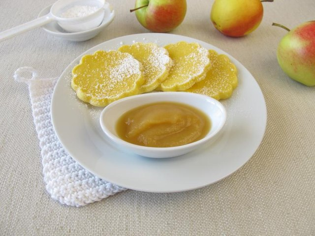 How to Use Applesauce Instead of Oil When Baking