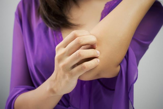 Signs and Symptoms of a Calcium Deficiency