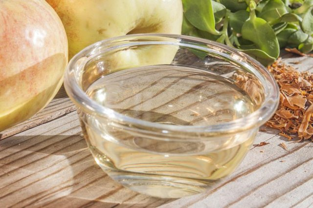 What Is the Difference Between Cider Vinegar & Apple Cider Vinegar?
