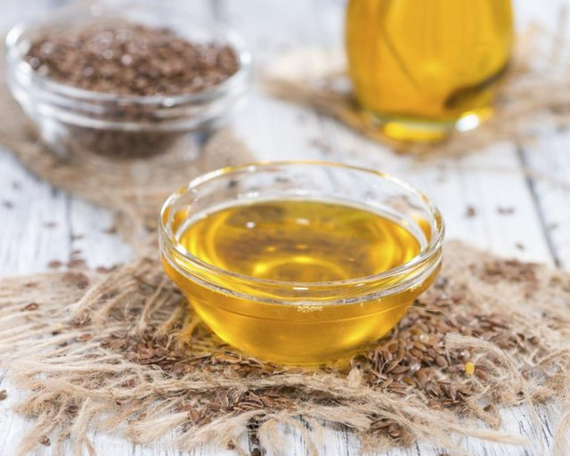 Benefits of Flaxseed Oil & Borage Oil