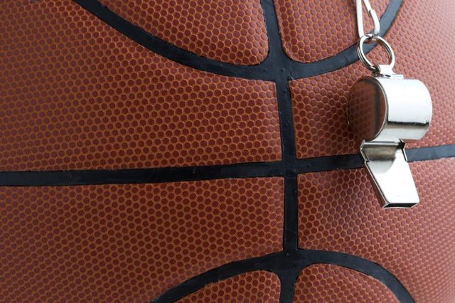 What Are the Duties of Basketball Officials?