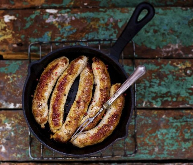 How to Cook Beef Hot Links on the Stove