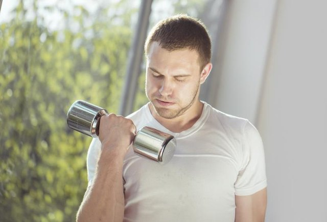 What Causes Bicep Pain When Lifting Weights?