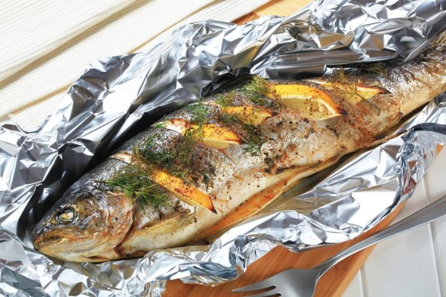 How to cook fish on the grill in aluminum foil with lemon for Grill fish in foil