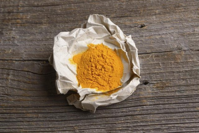 How to Use Turmeric to Lighten Skin