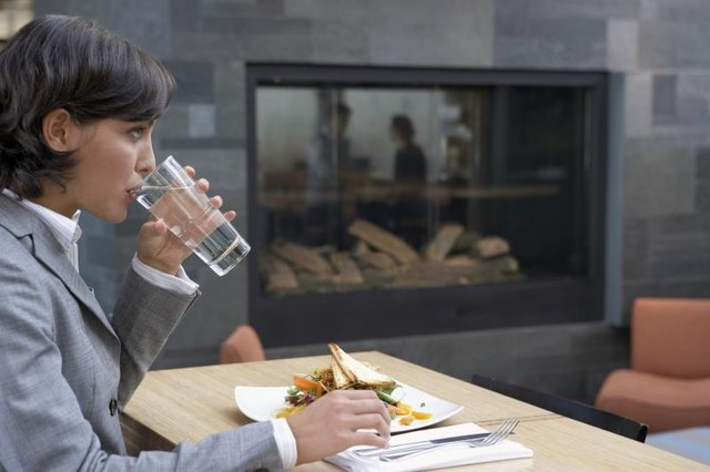 How Much Water Should I Drink With a High Fiber Diet?