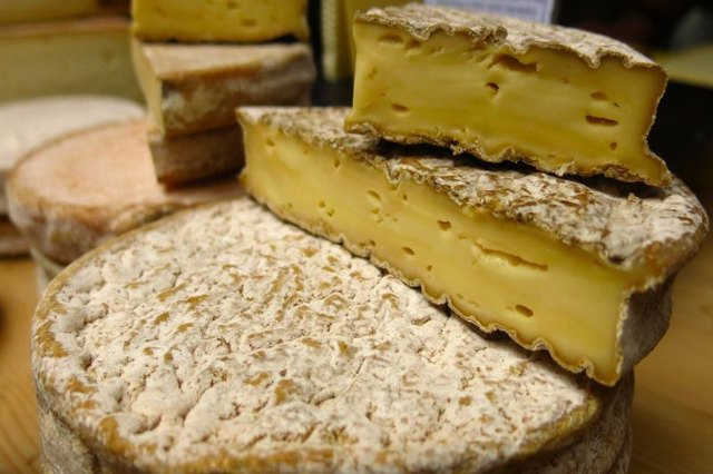 Health Benefits of Raw Milk Cheeses