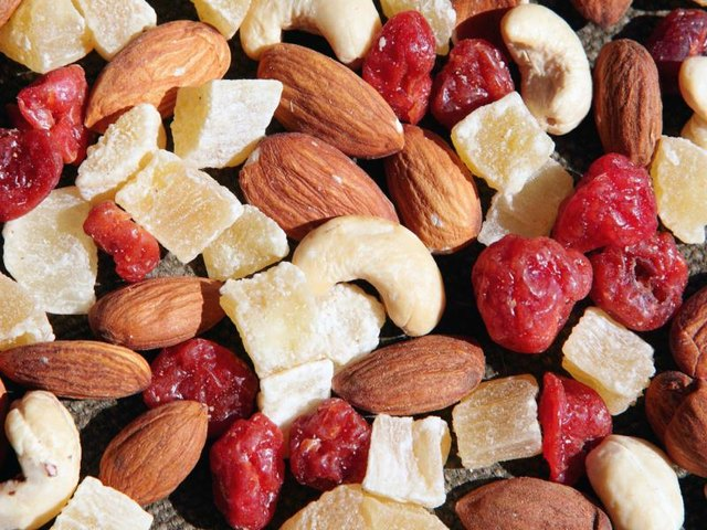 Healthy Snacks to Take on Long Flights