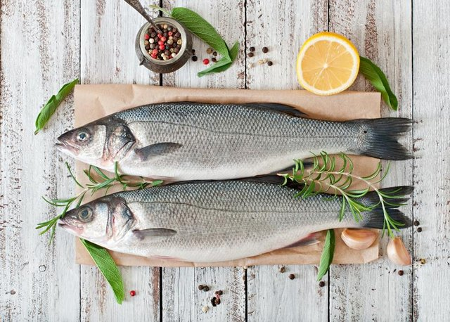 Natural remedy using garlic and lemon to lower cholesterol for Cholesterol in fish