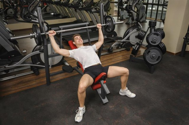 What Muscles Does an Incline Bench Press Work?