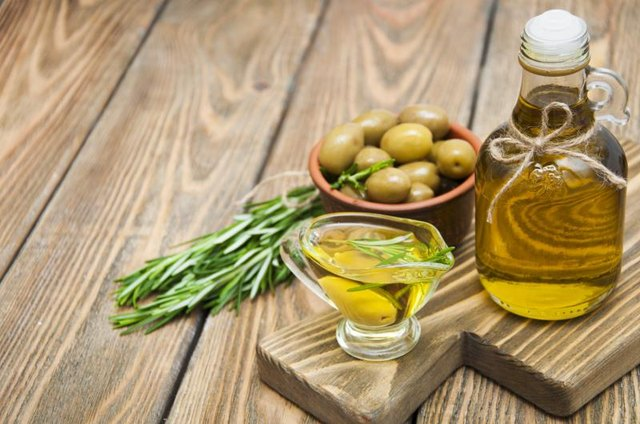 How to Make a Rosemary & Olive Oil Infusion