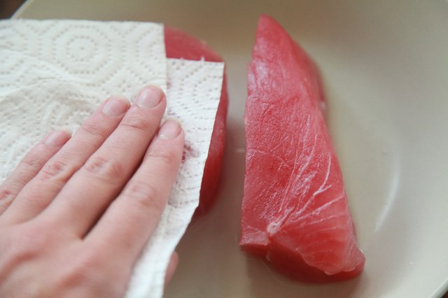 How to Cook Tuna on a Stove