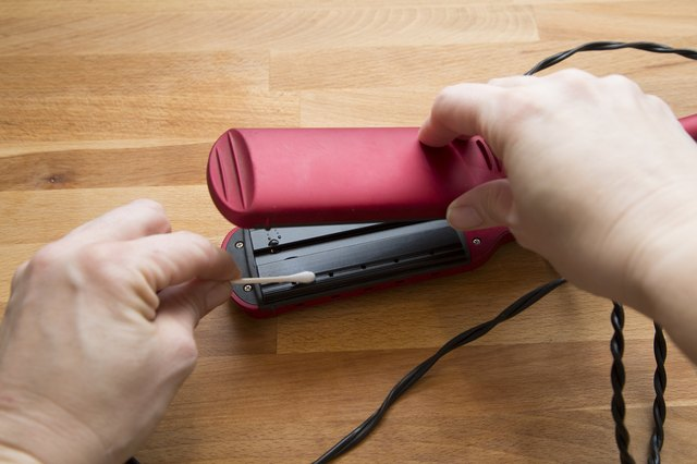 how to kill lice with hair straightener