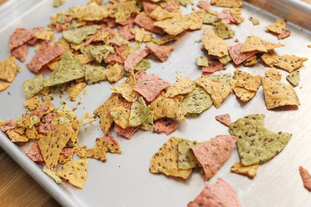 How to Crisp Stale Crackers & Chips