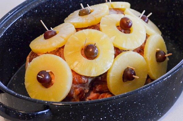 How to Cook a Toupie Ham With Pineapple