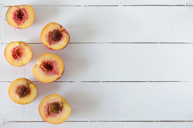 How to Juice Peaches