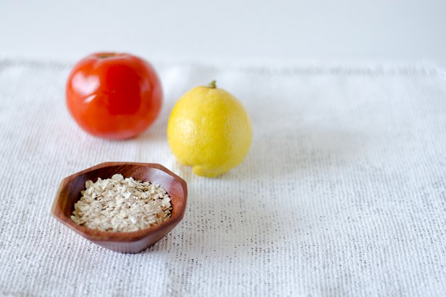 How to Make a Face Mask with Tomato, Lemon Juice & Oats