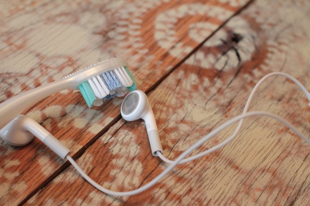 How to Clean Headphone Ear Wax