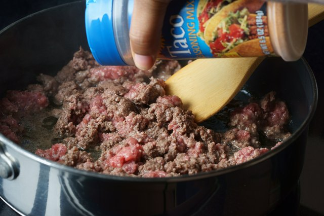 How to Cook Ground Beef in a Skillet
