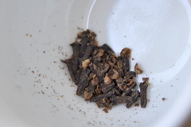 How to Make Clove Tea