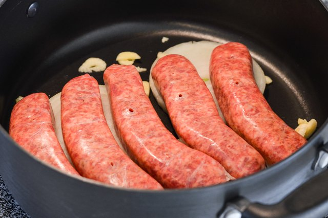 How to Boil Italian Sausage Before Grilling
