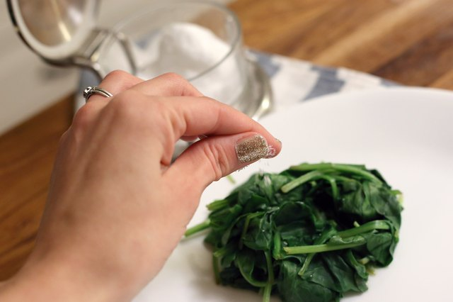How to Cook Fresh Spinach the Healthy Way