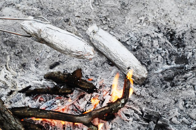 How to Roast Ears of Corn Over a Fire